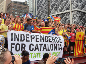 Holding Hands for Catalan Independence NYC #CatalanWay #ViaCatal