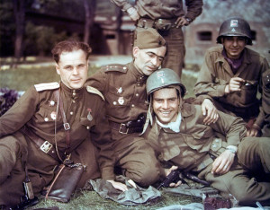 Soviet-officers-and-U.S.-soldiers-during-a-friendly-meeting-on-the-Elbe-River-in-April-of-1945.-Waralbum.ru