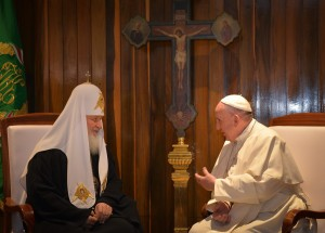 epa05157027 Pope Francis (R) and the Patriarch Kirill (L) of Moscow and All Russia, meet at Jose Marti international airport, in Havana, Cuba, 12 February 2016. Pope Francis and the leader of the Russian Orthodox Church, Patriarch Kirill, have met in Cuba in a major advance towards healing a 1,000-year-old rift between Roman Catholics and Orthodox Christians.  EPA/ADALBERTO ROQUE/POOL  Dostawca: PAP/EPA.